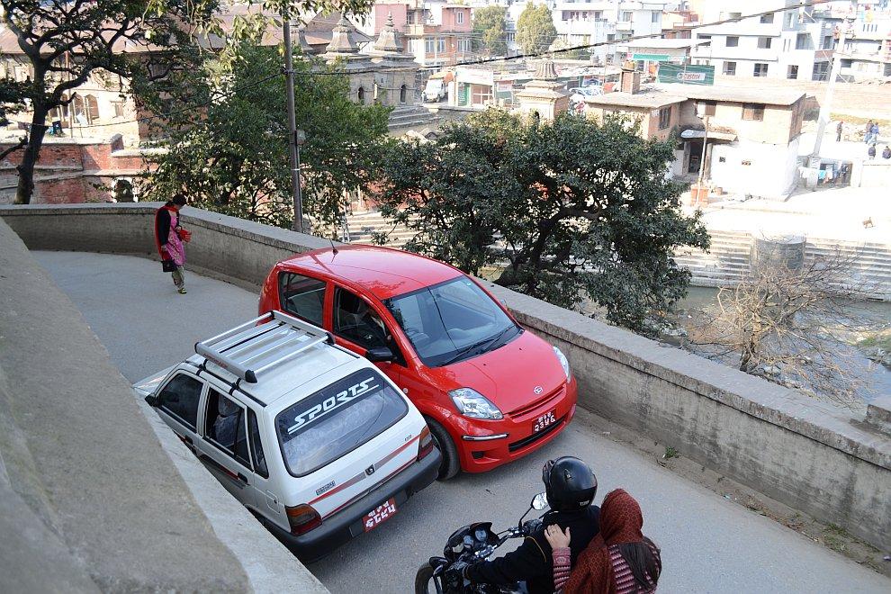 Про Непал отмечу еще то, что в автопарке преобладают машины марки Suzuki, собираемые в Индии под лок