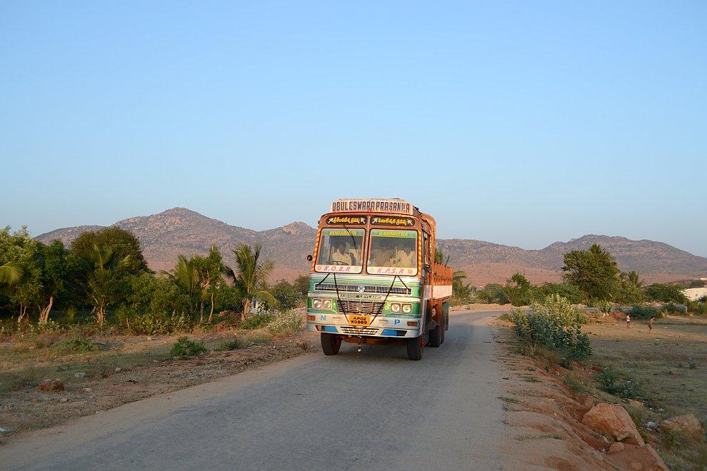 Качество индийских дорог — так себе, примерно как у нас. Исключение — Гоа, где правительство, озабоч