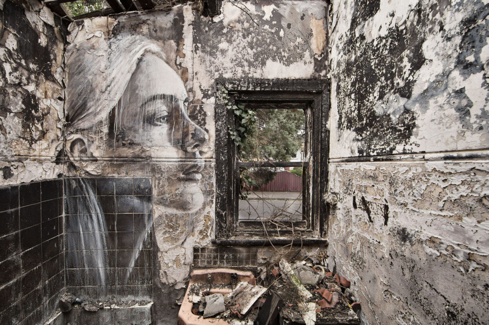 Мимолетная красота: женские портреты в заброшенных домах