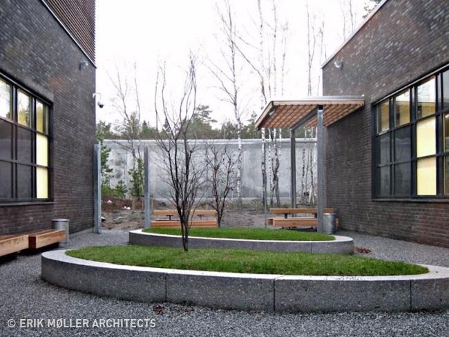 © Erik Moller Architects     Тюрьма  Хальден  проектировалась так, чтобы з