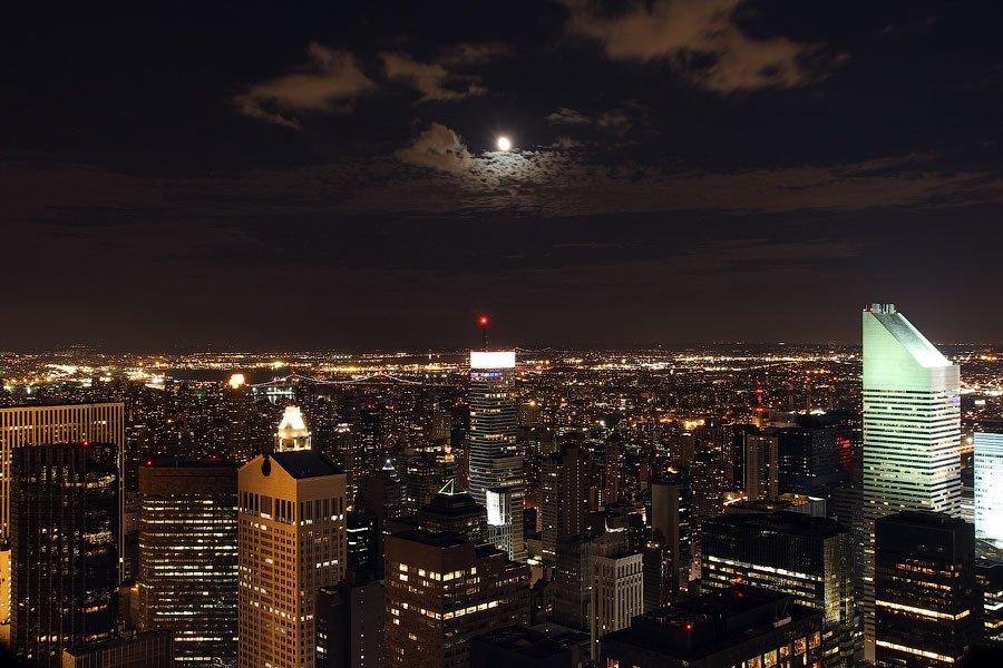 Необычный вид Центрального парка , ночной. С такого ракурса и не понять, что там несколько квадратны