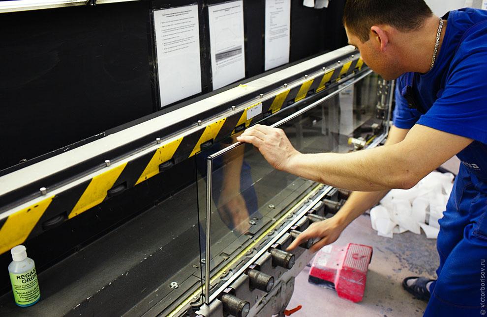 Для снижения теплопотерь внутрь стеклопакета закачивается аргон. После того, как заполнение аргоном