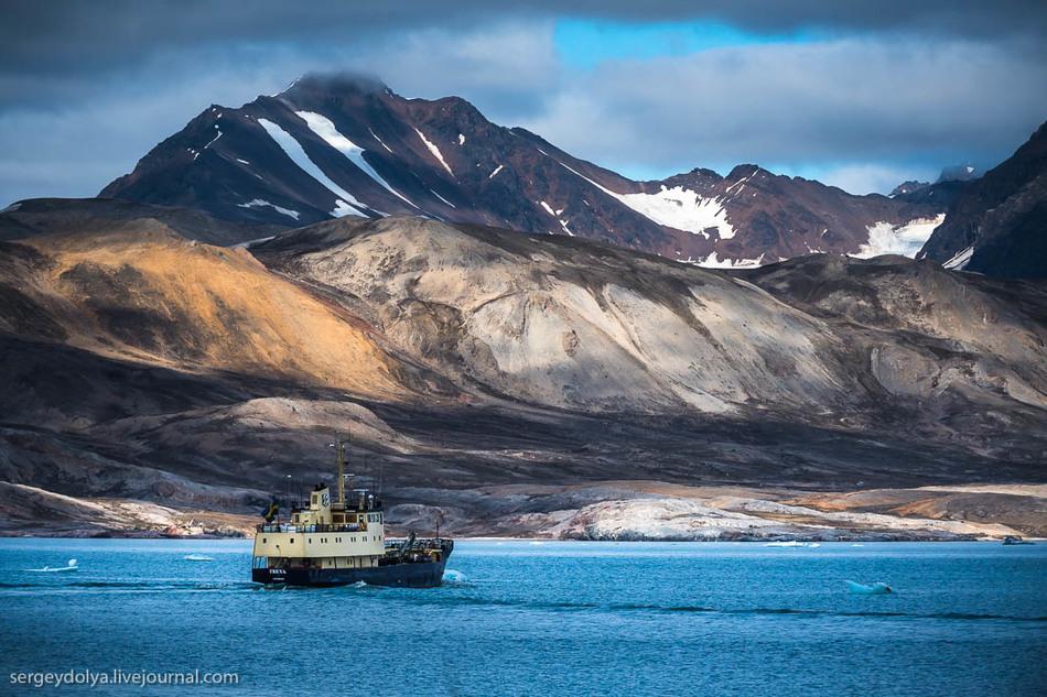 Архипелаг имеет три названия: Свальбард, Шпицберген и Грумант.
