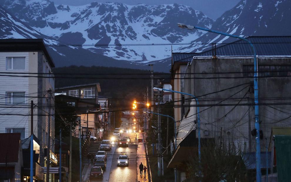 12. Местный ночник. (Фото Mario Tama):