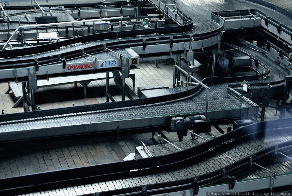 На территории завода располагаются всякие экспонаты разной степени раритетности. Вот пивная цистерна