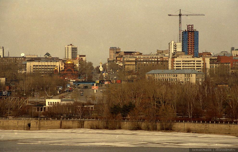 84. Апрель 2002 года. Ось Красного проспекта.