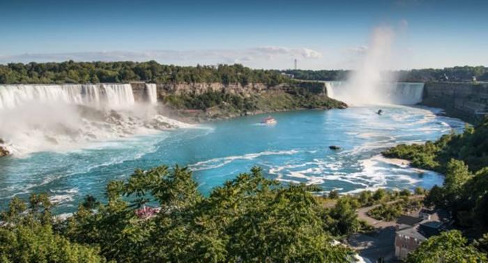 Первым человеком, который прыгнул с водопада и остался жив, был Сэм Пэтч, известный также как «Прыгу