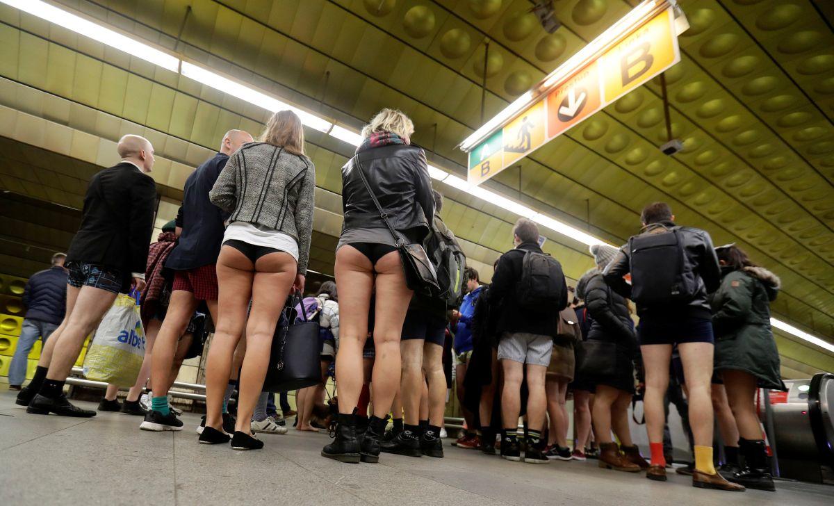 Акция прошла во многих крупных городах мира: Париже, Мюнхене, Торонто, Нью-Йорке, Праге (на фото), И