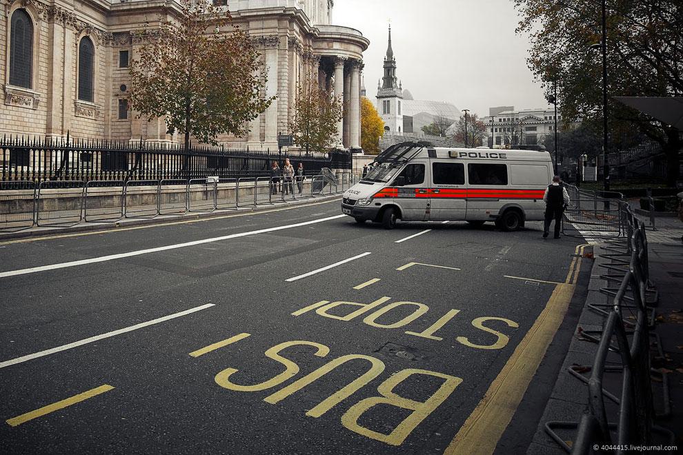 Местные жители часто называют Лондон The Big Smoke (букв. «Большой дым»). Связано э