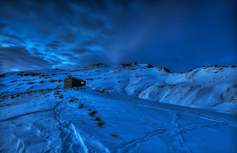 17. Ночная остановка. Справа видны разноцветные следы от фар проезжающих автомобилей. Фото Christoph