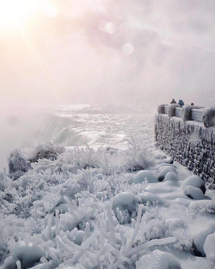 Ниагарский водопад замерз и выглядит как Нарния (10 фото)