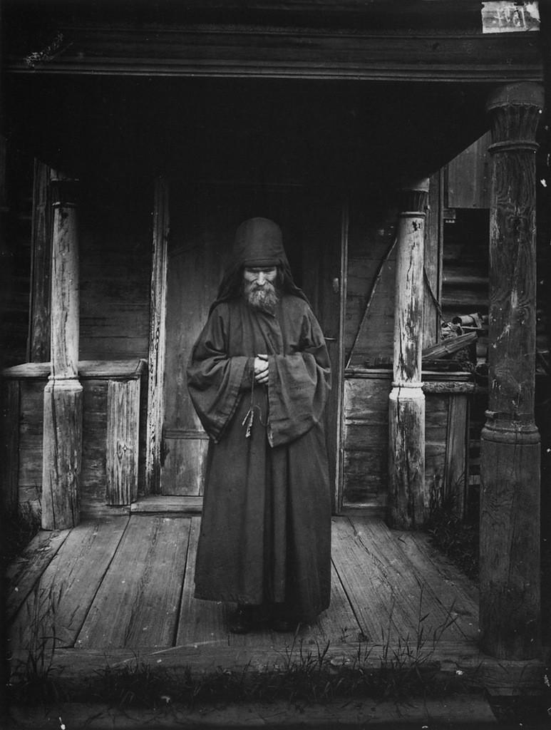 25. Благовещенский Керженский единоверческий мужской монастырь. Монах-схимник. 1897 г. Негатив 18&nb