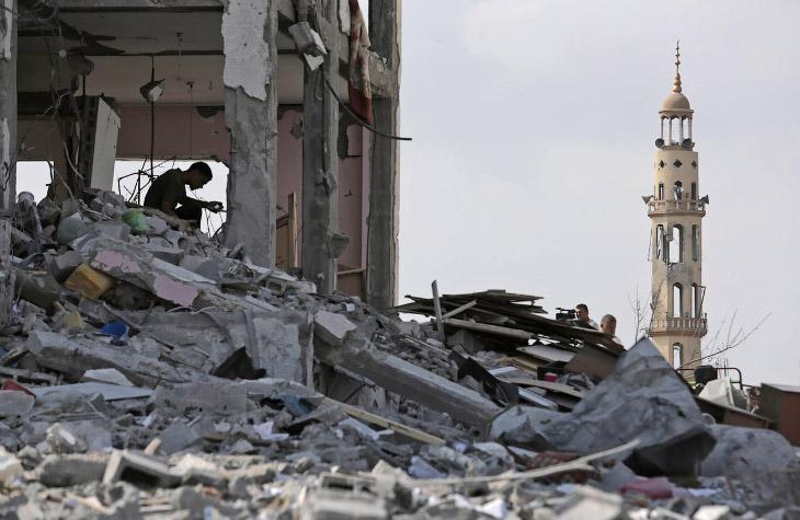 Чиновники сектора Газа утверждают, что с начала боевых действий 8 июля война убила 1 834 палестинцев