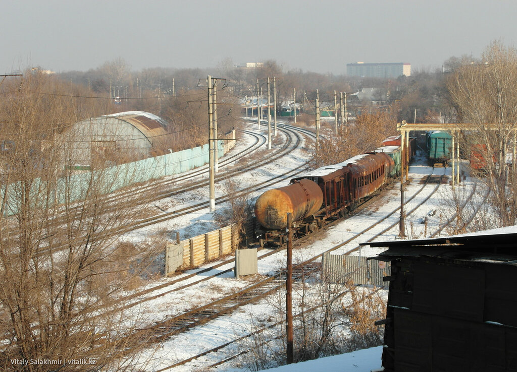 Сгоревший поезд на путях, Алматы