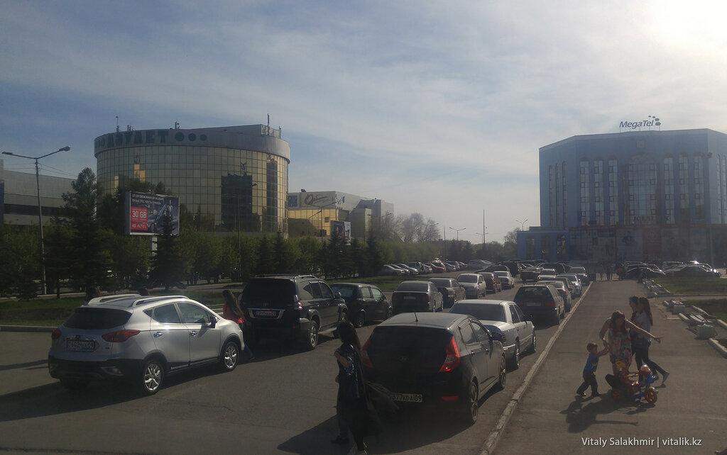 Проспект Бухар Жырау в Караганде.