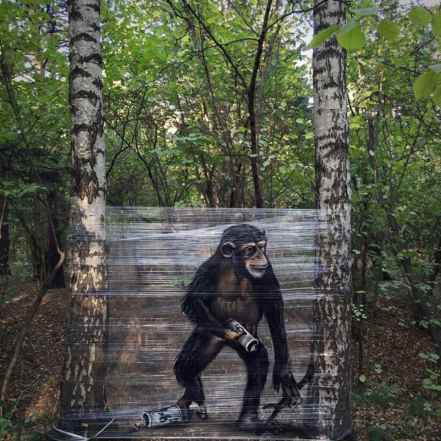 Стрит-арт Евгения Чес деревьев, белый, красками, прозрачной, пленке, Спрейкартины, изображают, диких, животных, таких, динозавр, Большинство, спрей, обезьяна, гигантская, белка, которые, почти, выглядят, будто