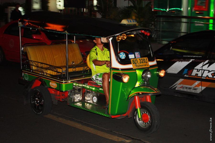 Bangkok_night16_zpsdcfb70de.JPG