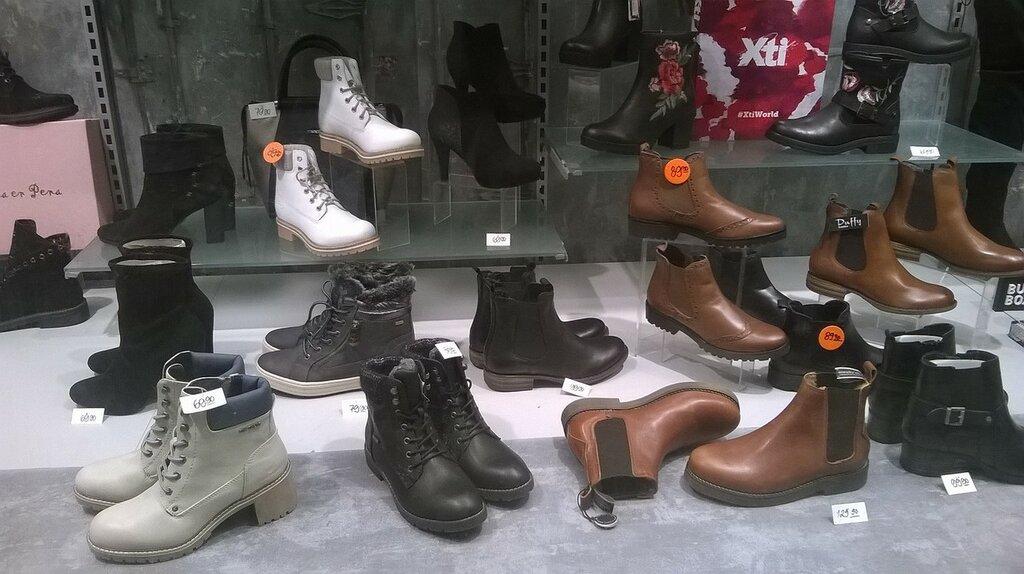 Витрины обувного магазина