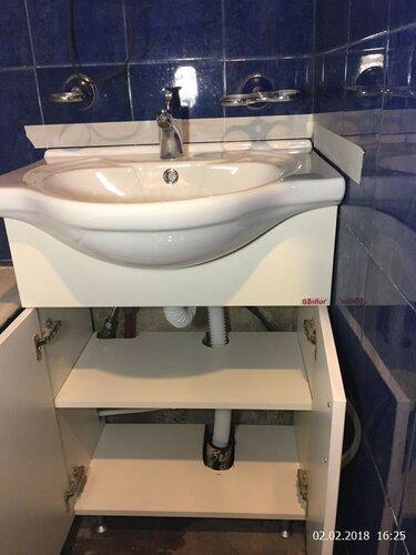 Вставили умывальник на место, подвели воду и засиликонили