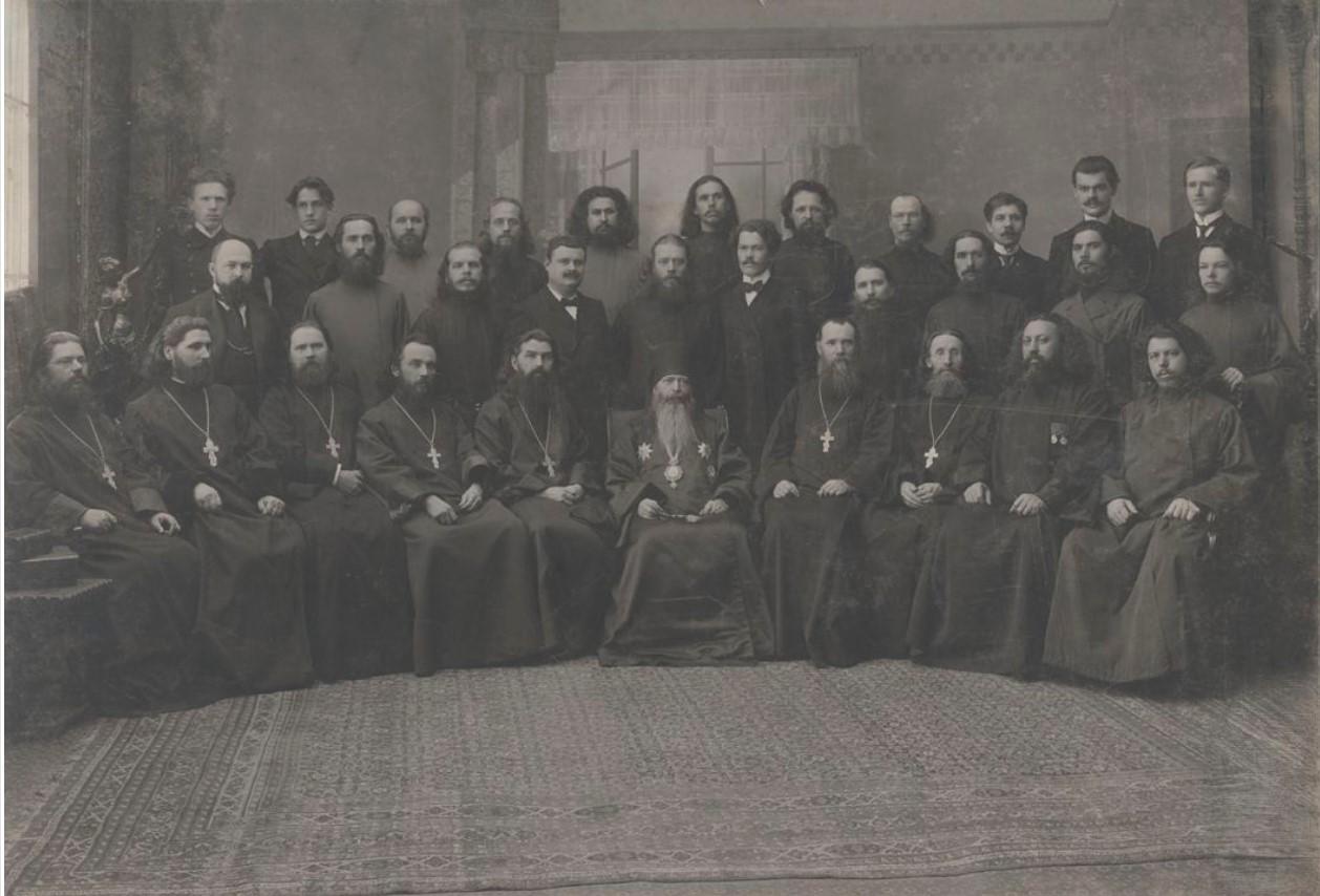 1916. Группа любителей духовного пения с архиереем Иоакимом