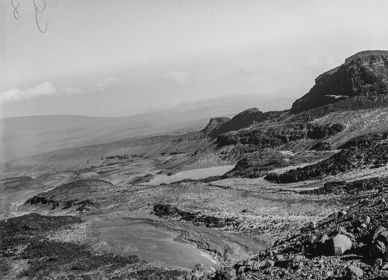 279. Ледниковые ложбины в районе Килиманджаро