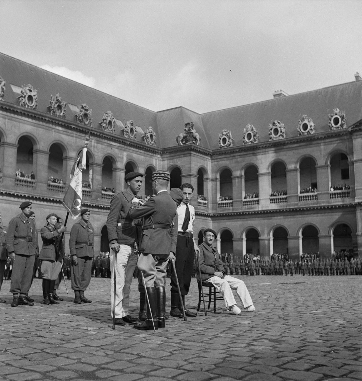 24. Четыре тяжелораненых добровольца Жан Беллек, Жорж Штайн, Жан Олмо и Андре Лефорт получили военные кресты