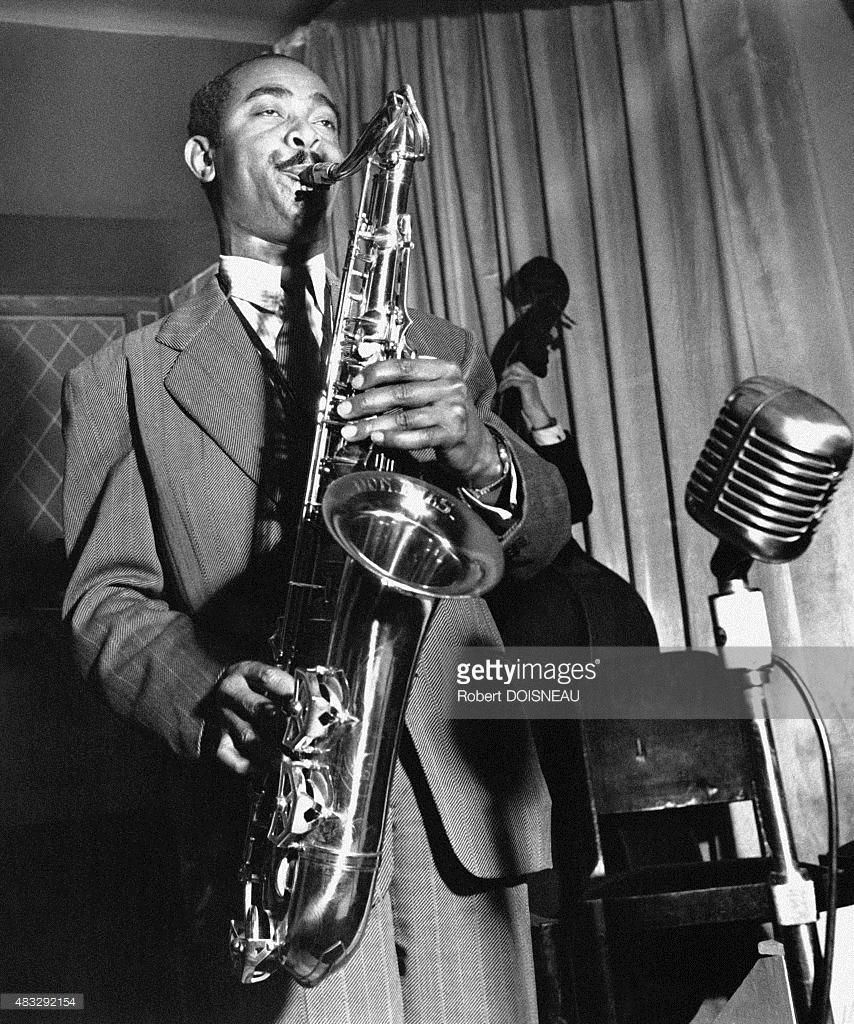 1951. Американский джазовый саксофонист Дон Байас на сцене