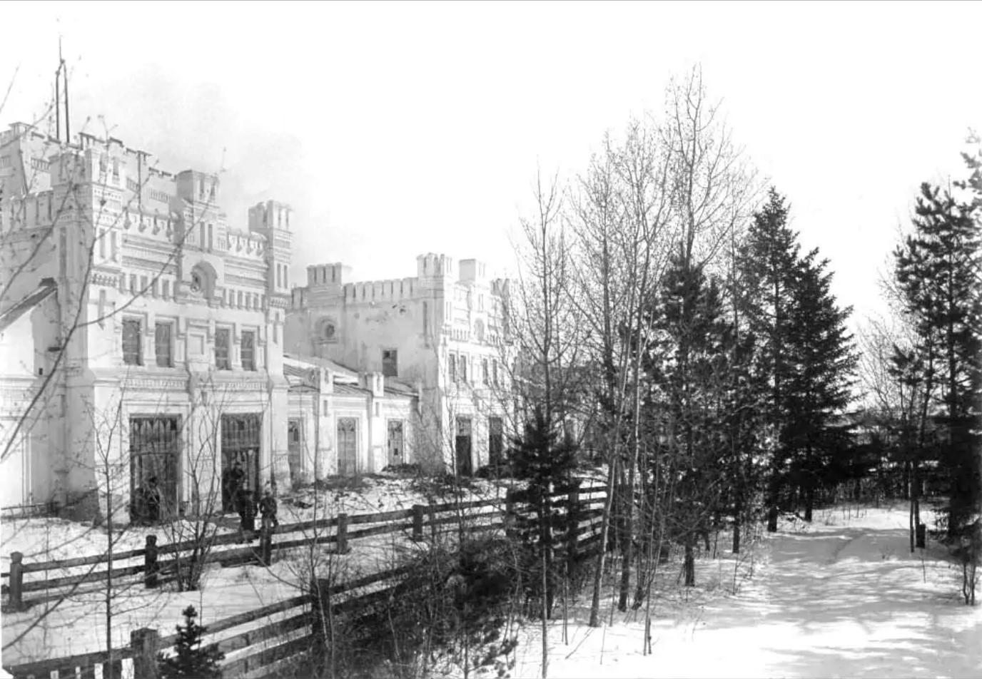 Дворец М.Д.Бутина. Водонапорная башня. Склад и магазин железа