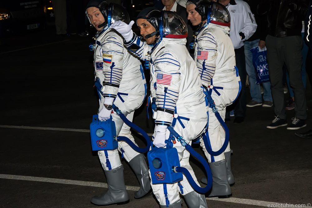 As cosmonauts fly into space several, crew, spacesuits, minute, cosmonauts, ready, space, hotels, rockets, launch, Misurkin, Crew, Alexander, after, second, readiness, here, around, fortune, friends