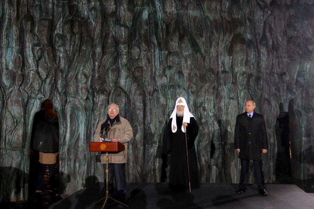 20171030_18-35-Президент назвал грандиозным монумент Стена скорби в Москве-pic05