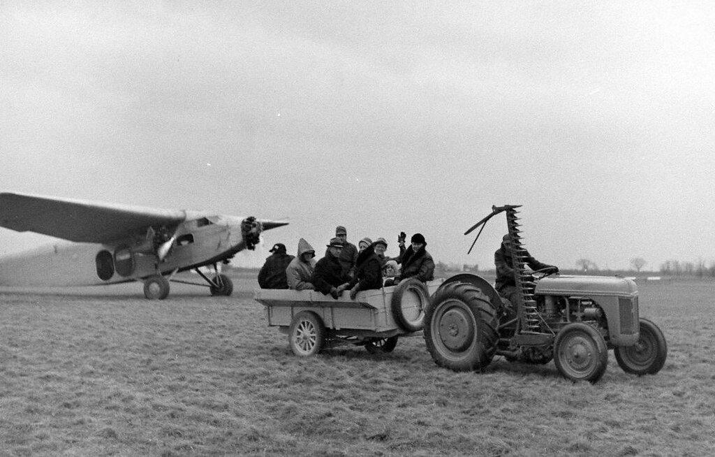 Island Air Service (Island Airlines) de Milton Hersberger en 1946 - Bernard Kauffman - LIFE