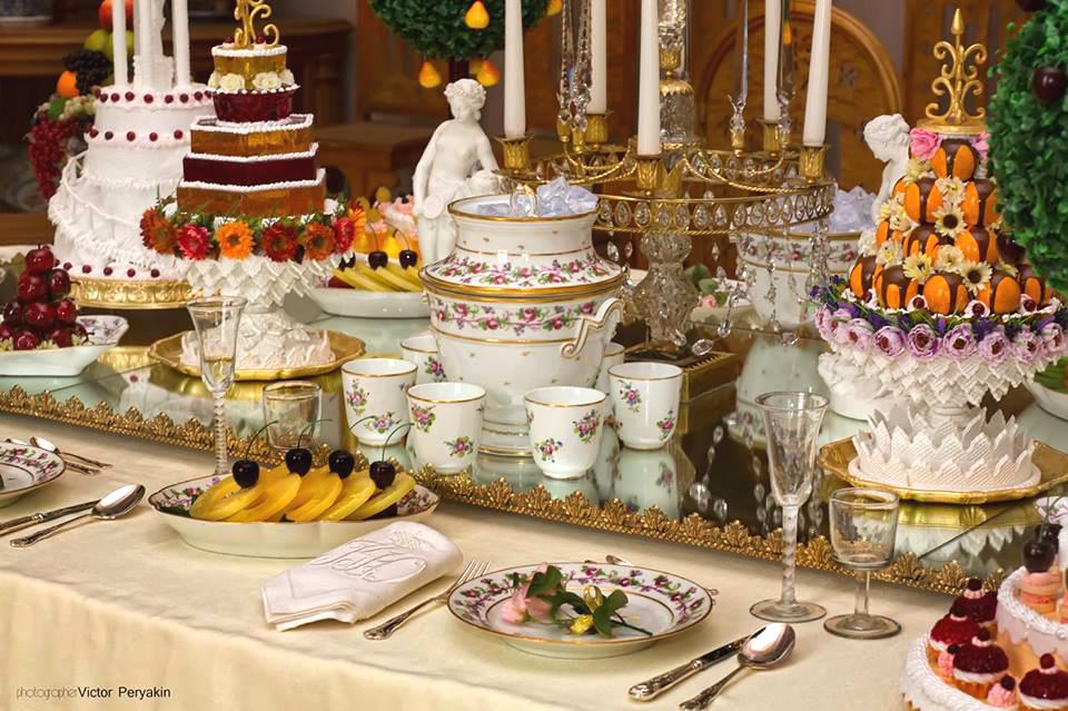 Десертный стол (экспозиция музея «Архангельское»).    В 1889 году во время военных учений Алекс