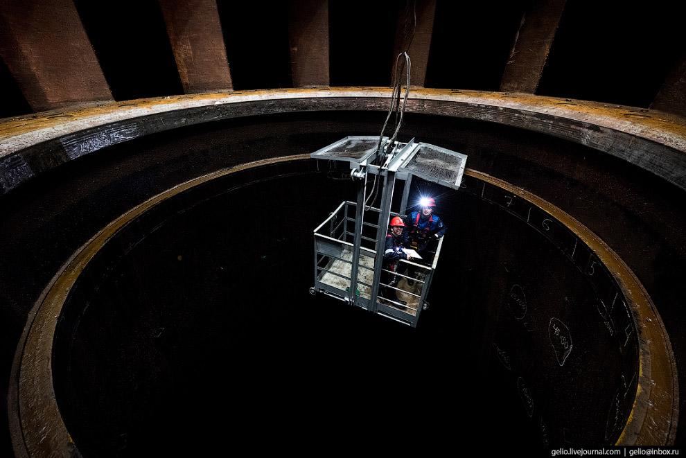 22. Спиральная камера. В обычных условиях неимоверно мощный поток воды вращает здесь турбину гидроаг