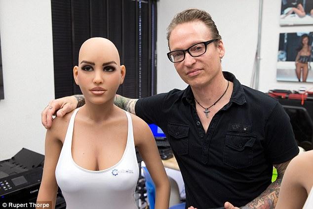 «Я занимаюсь бизнесом секс-кукол уже более 20 лет. Единственное, что просили наши клиенты, — это чув