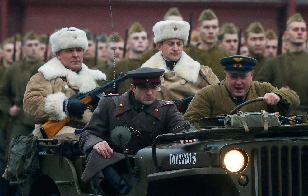 5. Еще несколько фотографий с события на Красной площади в честь парада 7 ноября 1941 года.