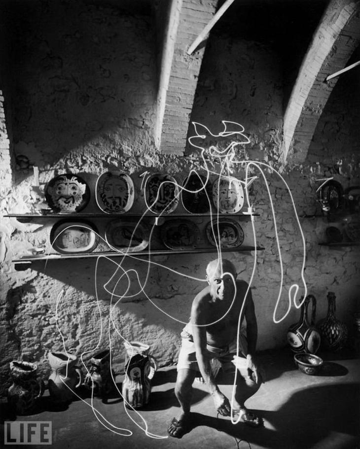 Автор фото: Гьен Мили (Gjon Mili), 1949. Эфемерный рисунок воздухе.   Самый длинный день