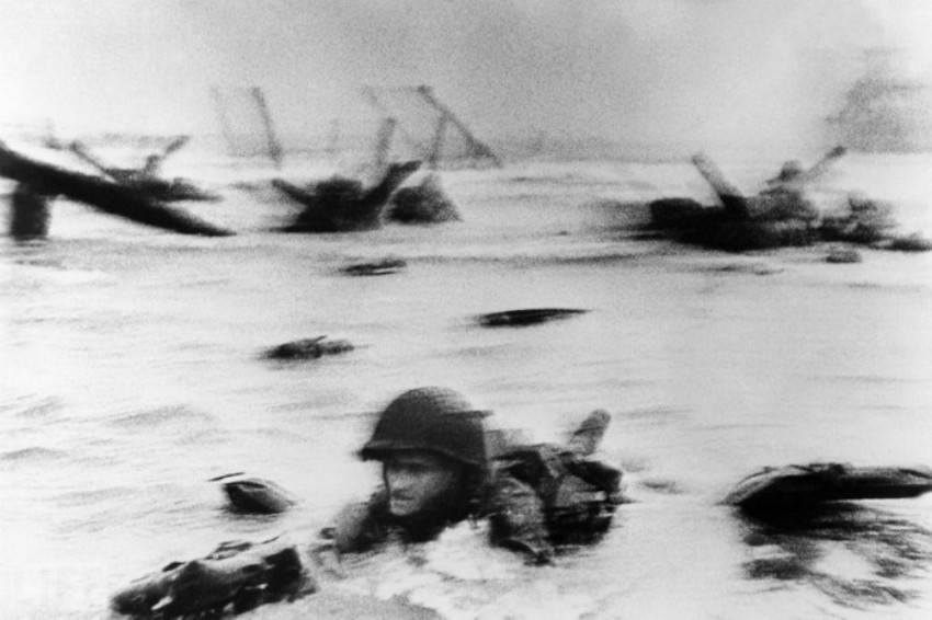 Автор фото: Роберт Капа (Robert Capa), 1944. Момент высадки американской армии на Омаха-бич в Норман