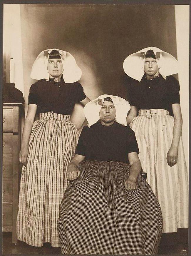11. Женщина из Голландии с двумя дочерьми