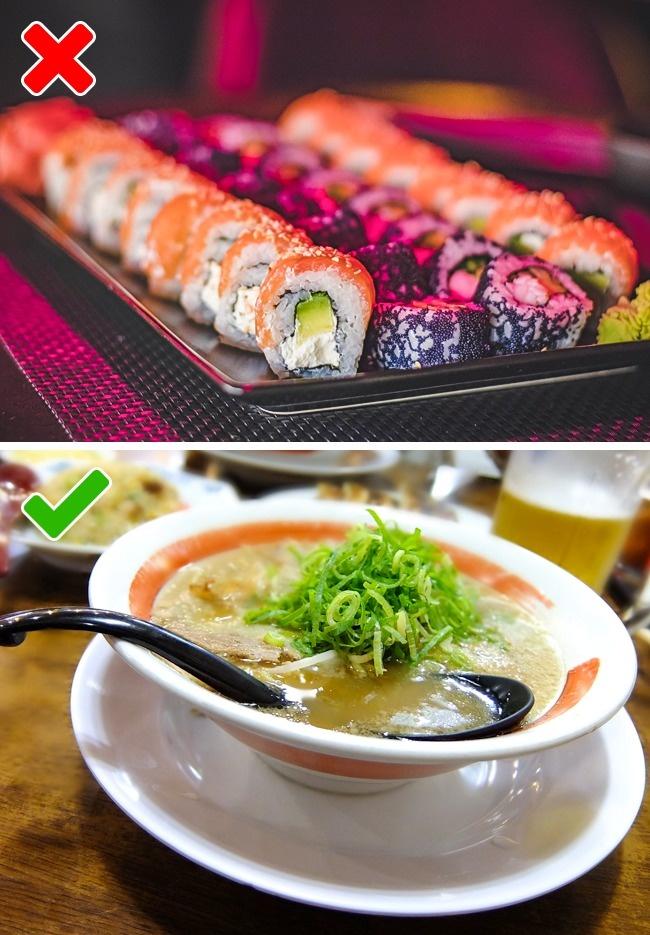 То, что японцы практически не едят суши в виде привычных нам роллов, остальной мир уже усвоил. Комоч