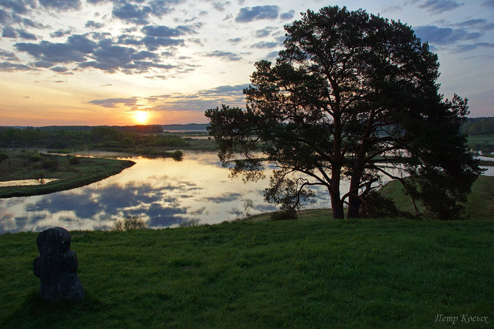 15. На берегу реки одиноко стоит старая мельница. Это один из самых любимых моих кадров.