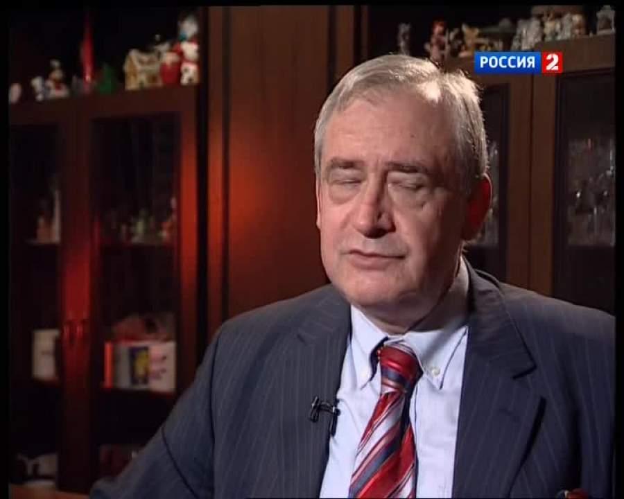 Сергей вернулся в СССР, где к нему не стали применять никаких санкций и позволили окончить институт.