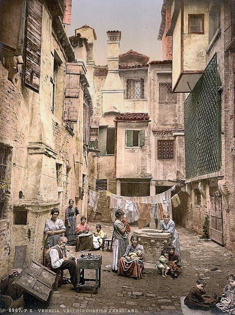 Венецианский двор.