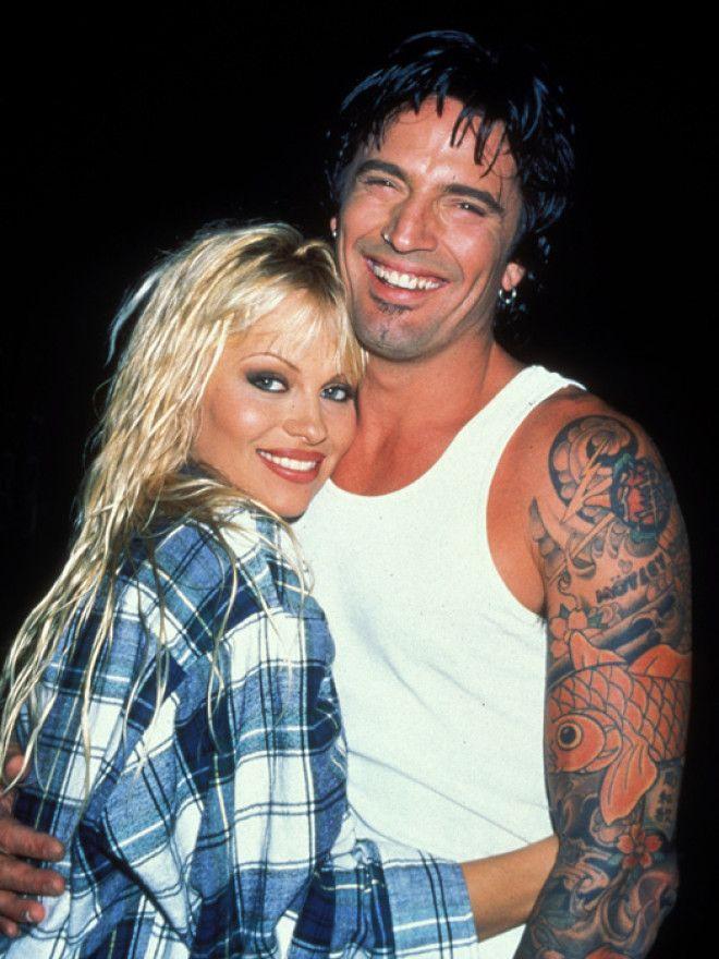 В 1995 году Памела Андерсон познакомилась с ударником группы Mötley Crüe Томми Ли, и&helli