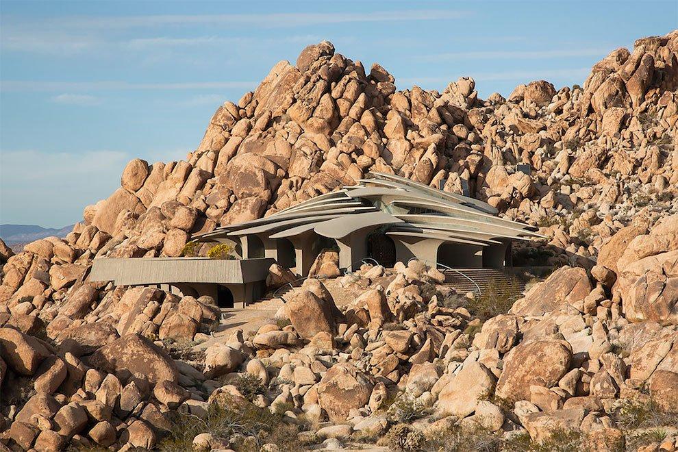 Дом в пустыне по проекту Кендрика Келлога: в продаже за 3 млн долларов (10 фото)