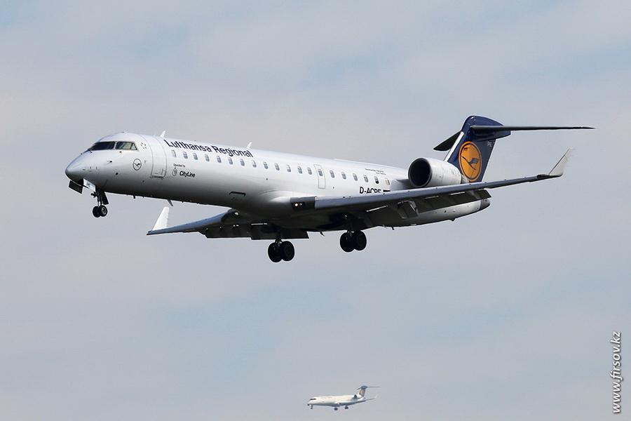 CRJ-701_D-ACPE_Lufthansa_Regional_1_FRA.JPG