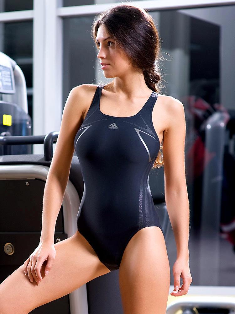 Порно фото в обтягивающих купальниках