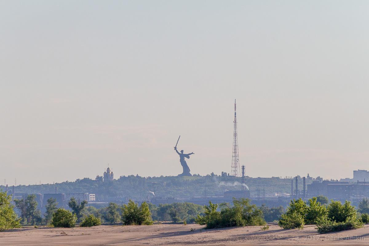 проплывая Волгоград фото 2