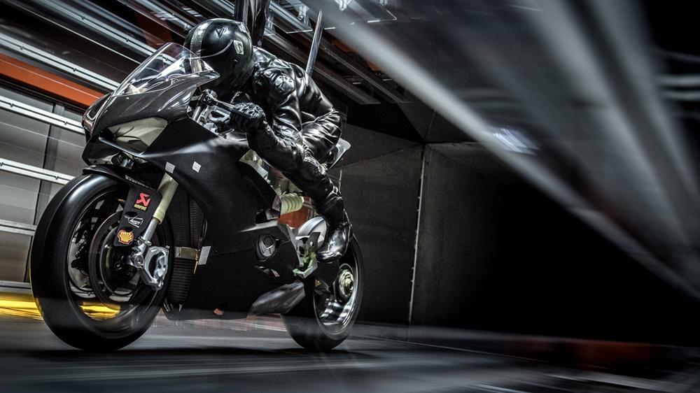 Испытания Ducati Panigale V4 в аэродинамической трубе (видео)