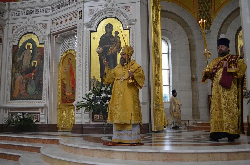 В неделю 22-ю по Пятидесятнице архиепископ Серафим совершил Божественную литургию
