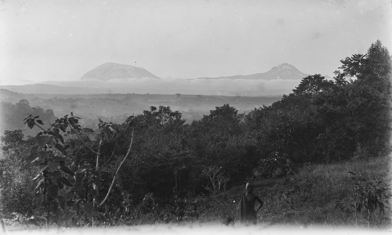 97. Вид на Килиманджаро в облаках